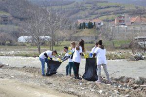 Figure 1 Dedicated volunteers in reaching their goal for having Cleaner River